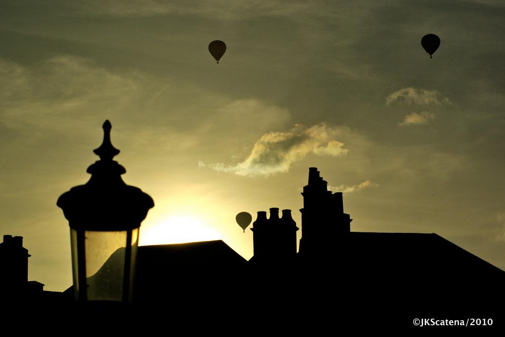 Bath: Sunset & Balloons