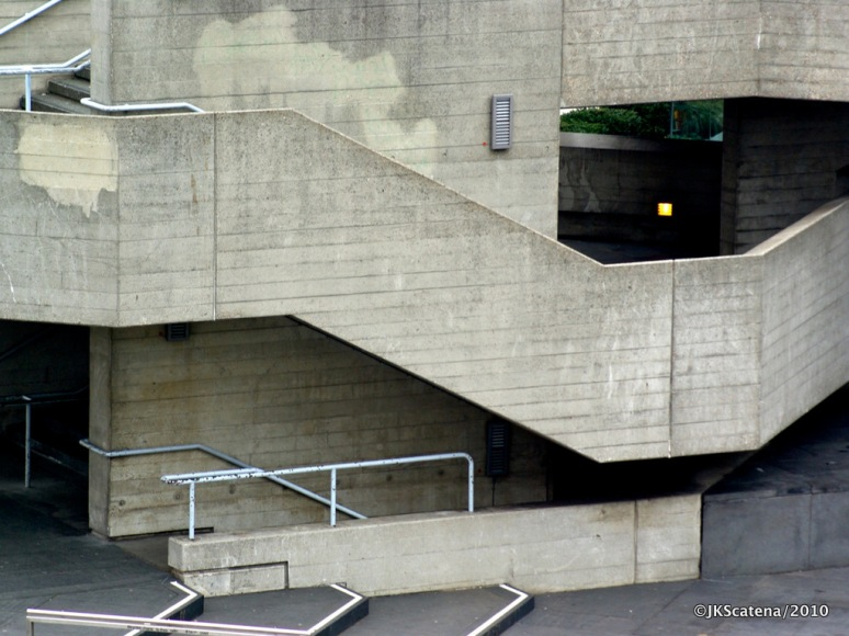 London: National Theatre, Stairs
