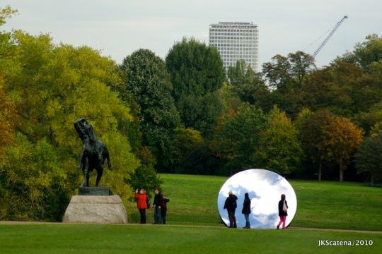 London: Anish Kapoor, Sky Mirror