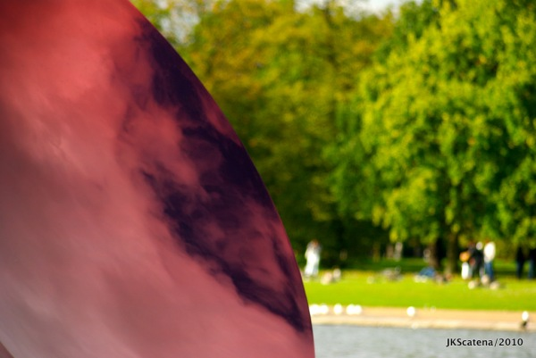 Anish Kapoor @ Kensington Gardens: Sky Mirror, Red