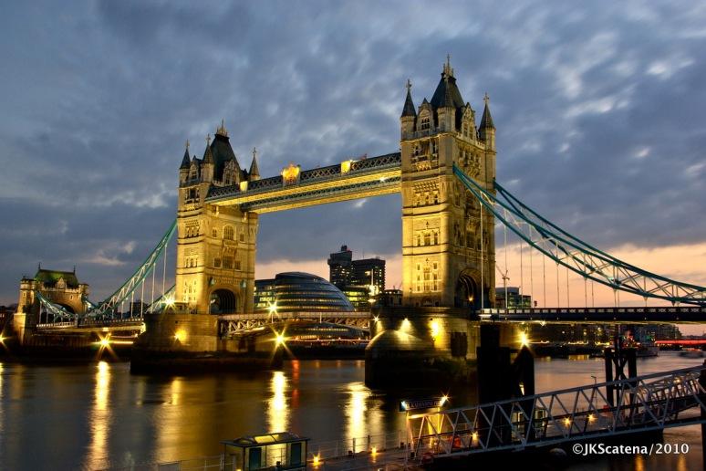 London: Tower Bridge at dusk