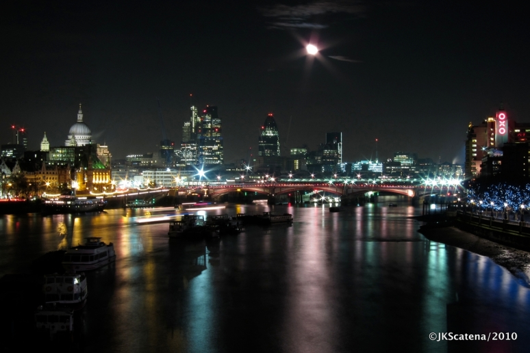 London: Night shot, Thames