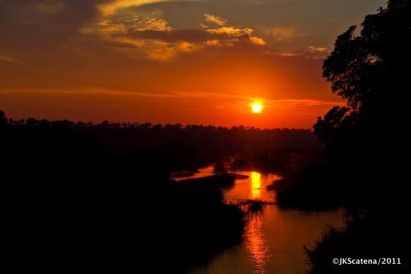 Singita: Pôr do sol sobre o rio