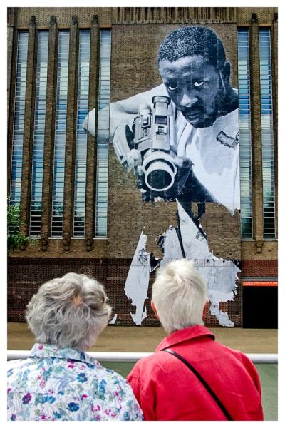 Ele mira, elas vêem e o todo me toca | London | Jaime Scatena