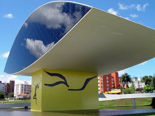 Curitiba: Azul Niemeyer